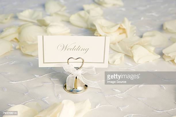 Matrimonio Nome tag e petali