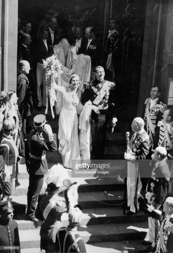 Wedding of crown prince Frederik of Denmark and princess Ingrid of Sweden in the cathedral of Stockholm. Photograph. 1935. (Photo by Imagno/Getty Images) Hochzeit des Kronprinzen Frederick von Dänemark und Prinzessin Ingrid von Schweden in der Kathedrale : News Photo