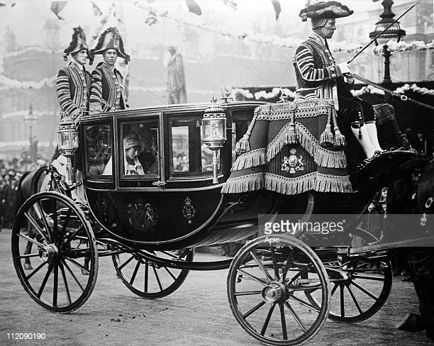 Wedding of Henry Lascelles later 6th Earl of Harewood and Princess Mary february 28 London here the bride and her father king George V of England in...