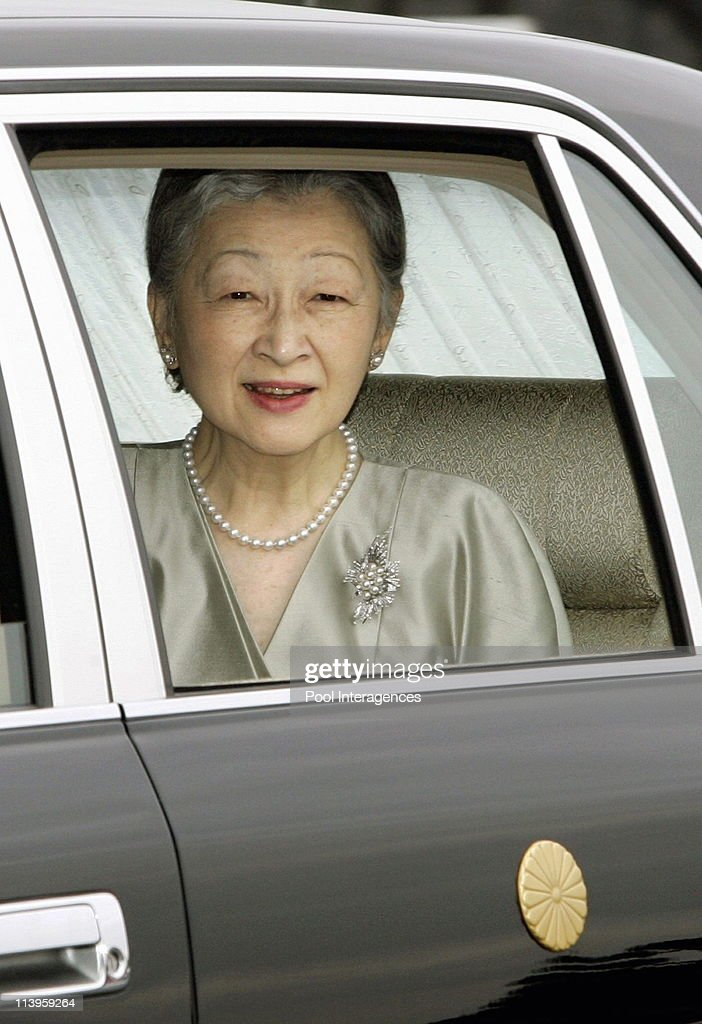 Wedding of Japan's Princess Sayako and her fiance Kuroda inToky, In Tokyo, Japan On November 15, 2005 -Japan: November 15, 2005 Tokyo Japanese Empress Michiko in motorcade leaving the outer garden of the Imperial Palace in route to a downtown hotel in Tokyo for the wedding of their daughter Princess Sayako and commoner Yoshiki Kuroda, Tuesday, 15, November 2005. EPA/POOL/Gamma.
