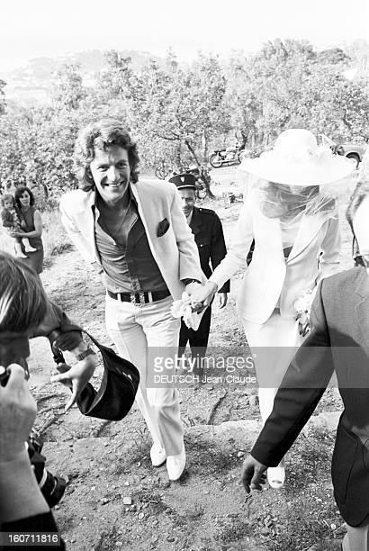 Wedding Of Mick Jagger And Bianca Morena Perez De Macias In Saint-tropez. A Saint-Tropez, dans un parc, un homme non-identifi?, donnant la main ?...