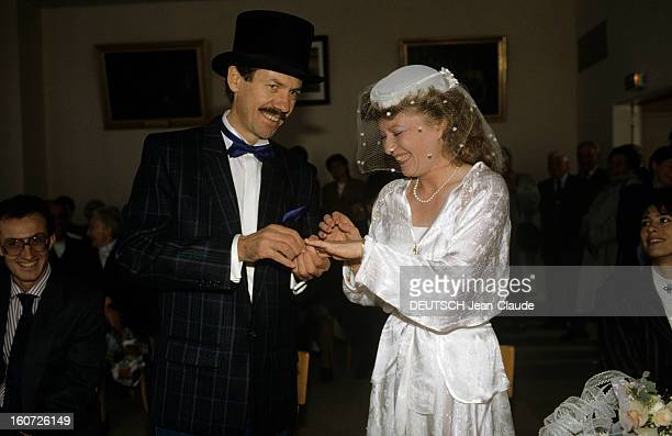 Wedding Of Sylvie Foing With Claude Landais Two Victims Of The Attack On The Gallery Point Show On The Champs Elysees In Paris En France en mars 1988...