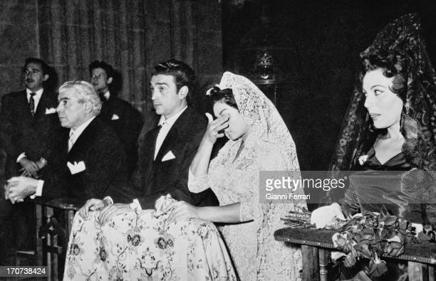 Wedding of the Spanish singer and dancer Lola Flores with Antonio Gonzalez 'El Pescaílla' being godfathers the Spanish actress Paquita Rico and the...