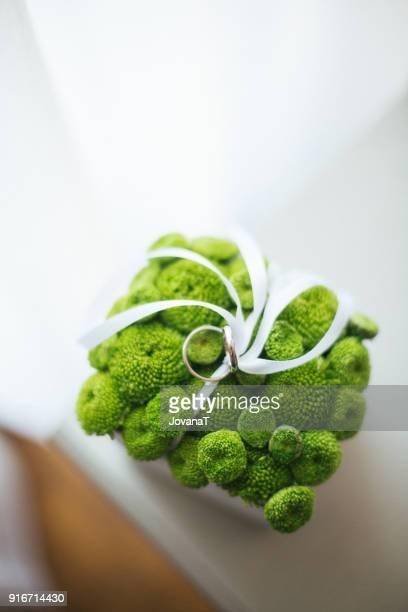 Wedding rings in greenery box