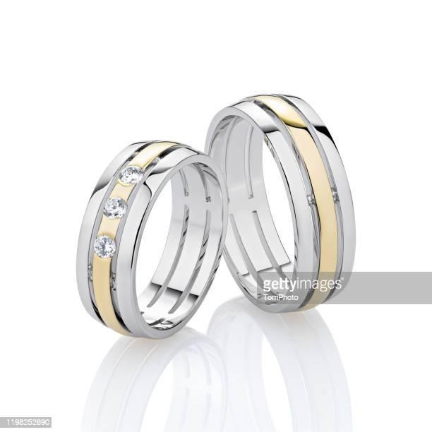 wedding rings isolated on white background - ホワイトゴールド ストックフォトと画像