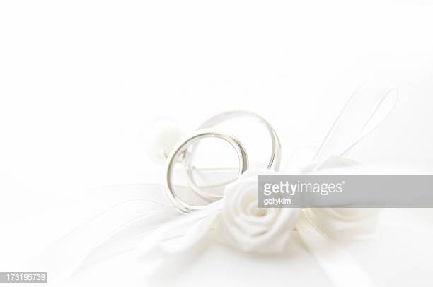 wedding rings on pillow, shallow depth of field - white gold stock pictures, royalty-free photos & images