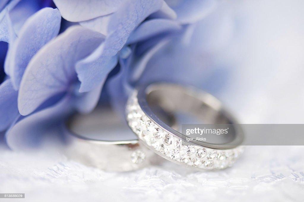 Hochzeit Ringe Mit Blauen Blumen Stock Foto Getty Images