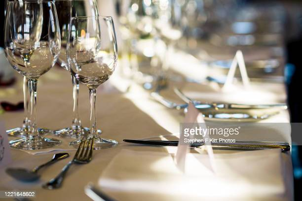 wedding table place settings - wedding stock pictures, royalty-free photos & images