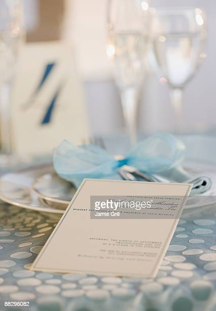 wedding table placesetting - wedding invitation imagens e fotografias de stock