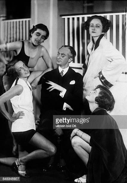 Wedekind Pamela*19061986Actress Germanyscene from the play 'Die Schule von Uznach' by Carl Sternheim with Elisabeth Lennertz Nini Willenz Edith...