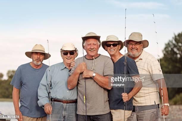 week-end activiteiten tussen senior broers - vijf personen stockfoto's en -beelden
