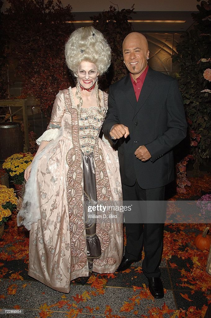 weekend today show anchors l r campbell brown and lester holt pose in their halloween