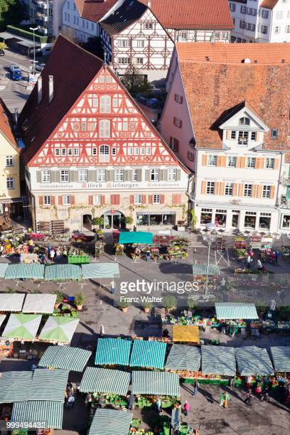 Weekly market market and Kielmeyer Haus house, market square, Esslingen, Baden Wuerttemberg, Germany