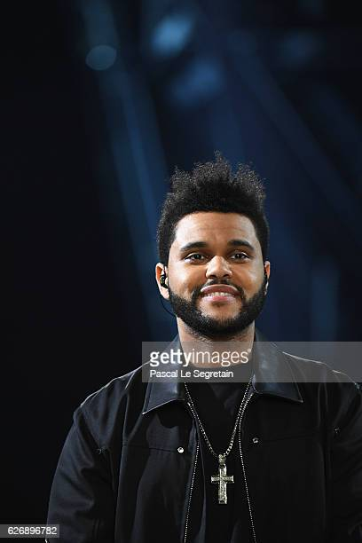 Weeknd performs during the runway at the Victoria's Secret Fashion Show on November 30 2016 in Paris France