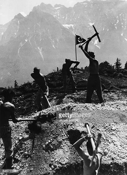 Wegebau auf der Buckelwiesenalm beiMittenwald- veröffentlicht November 1937