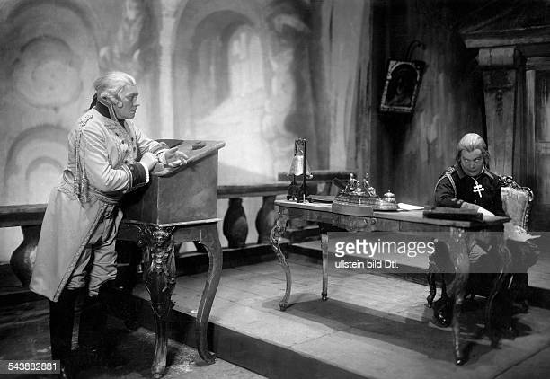 Wegener Paul Actor Germany*11121874 and actor Fritz Kortner in the play 'The Patriot' by Alfred Neumann Lessingtheater Berlin Photographer Zander...