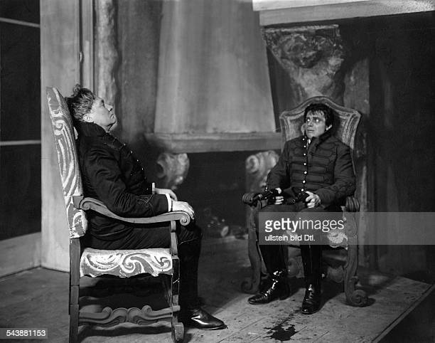 Wegener Paul Actor Germany*11121874 and actor Walter Frank in the play 'The Patriot' by Alfred Neumann Lessingtheater Berlin Photographer Zander...