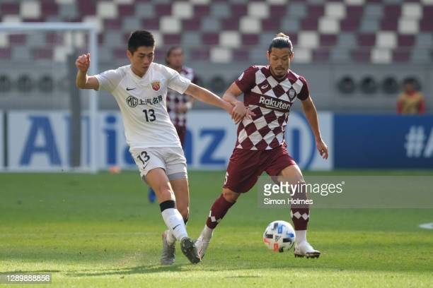 Wei Zhen of Shanghai SIPG on the ball during the AFC Champions League Round of 16 match between Vissel Kobe and Shanghai SIPG at the Khalifa...