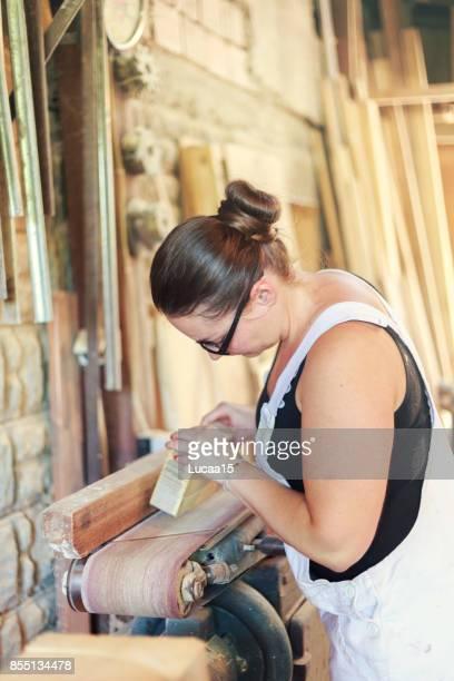 weiblicher tischler - fachberuf stock pictures, royalty-free photos & images
