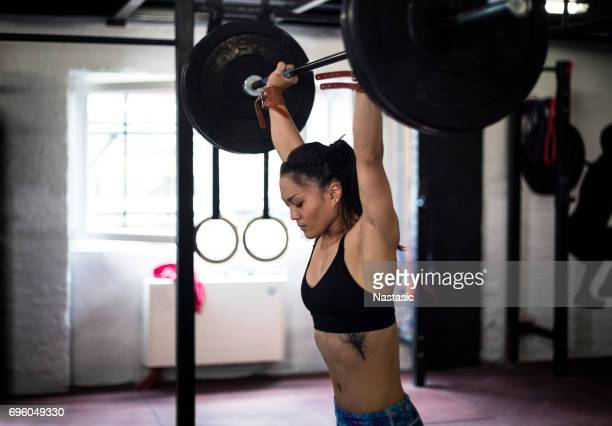 Weight lifting vrouw