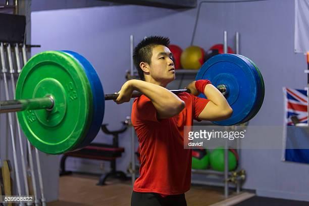 重量挙げ集中力と労力で、クロストレーニング、ジム