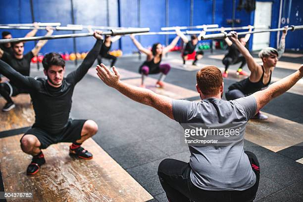 weightlifting class togetherness - circuit training stock photos and pictures