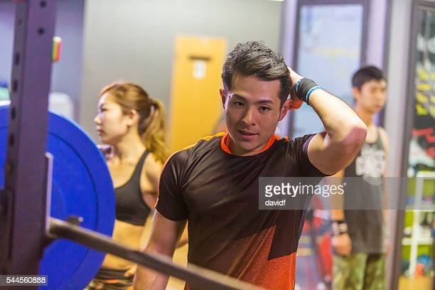 重量挙げ選手クロストレーニング、激しいワークアウトの後のくつろぎ