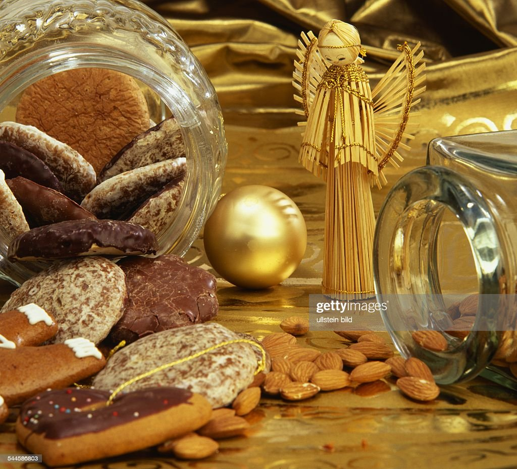 Weihnachtskekse Preise 2019.Weihnachten Weihnachtskekse Lebkuchen Mandeln Und News Photo