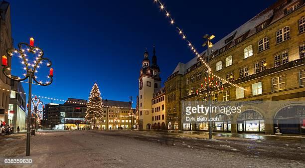 weihnachtlicher Markt Chemnitz mit Altem Rathaus bei Nacht