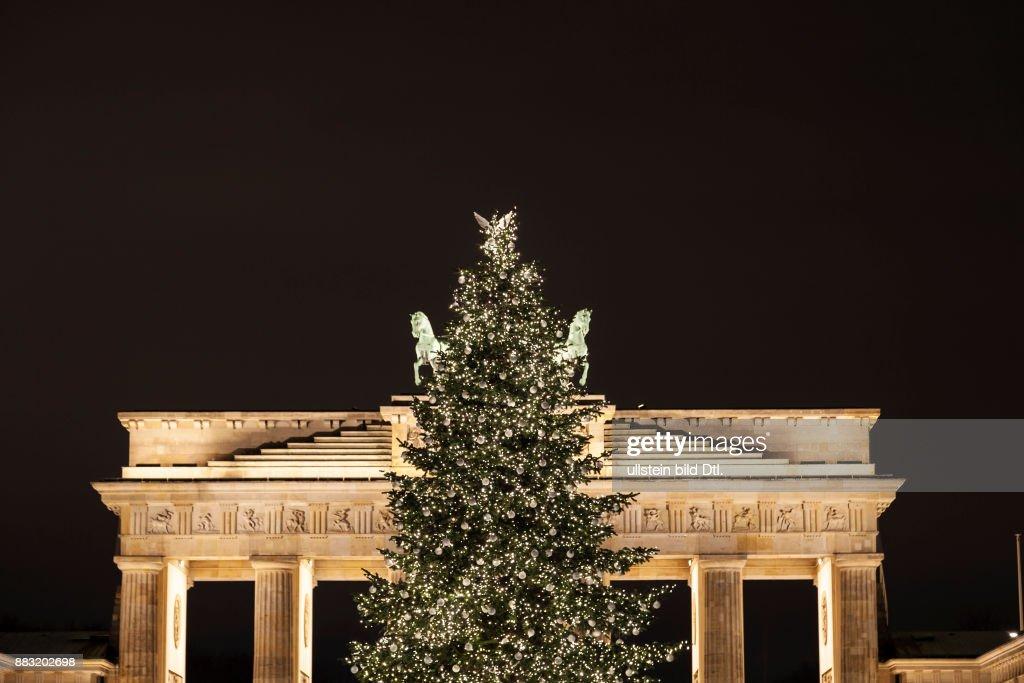 Weihnachtsbaum Berlin.Weihnachtsbaum Am Brandenburger Tor In Berlin News Photo Getty Images