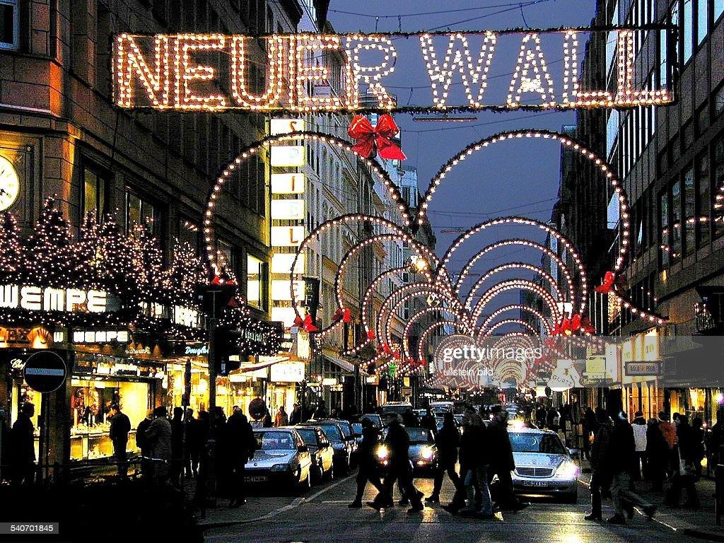 Neuer Wall Weihnachtsbeleuchtung.Weihnachtsbeleuchtung Und Weihnachtsschmuck Am Neuen Wall Einer