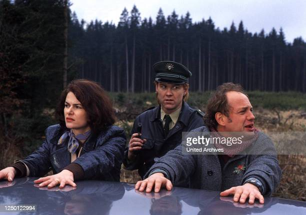 Weihnachtsfieber, D 1997, Regie: Paul Harather, BARBARA AUER , UWE OCHSENKNECHT , Stichwort: Verhaftung, Polizist.