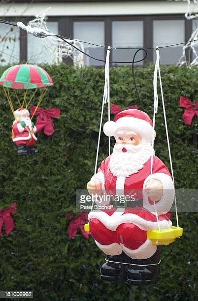 Weihnachtshaus der Familie Kannacher Leibnitzstrasse 30 Schwanewede bei Bremen Deutschland Europa 021202 Weihnachten Weihnachtsmann Figur Schaukel...