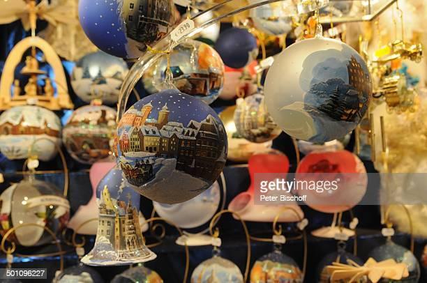 Weihnachtskugeln und Kunsthandwerk Christkindlmarkt Nürnberg Bayern Deutschland Europa Weihnachtsmarkt Weihnachten Advent Weihnachtszeit Adventszeit...