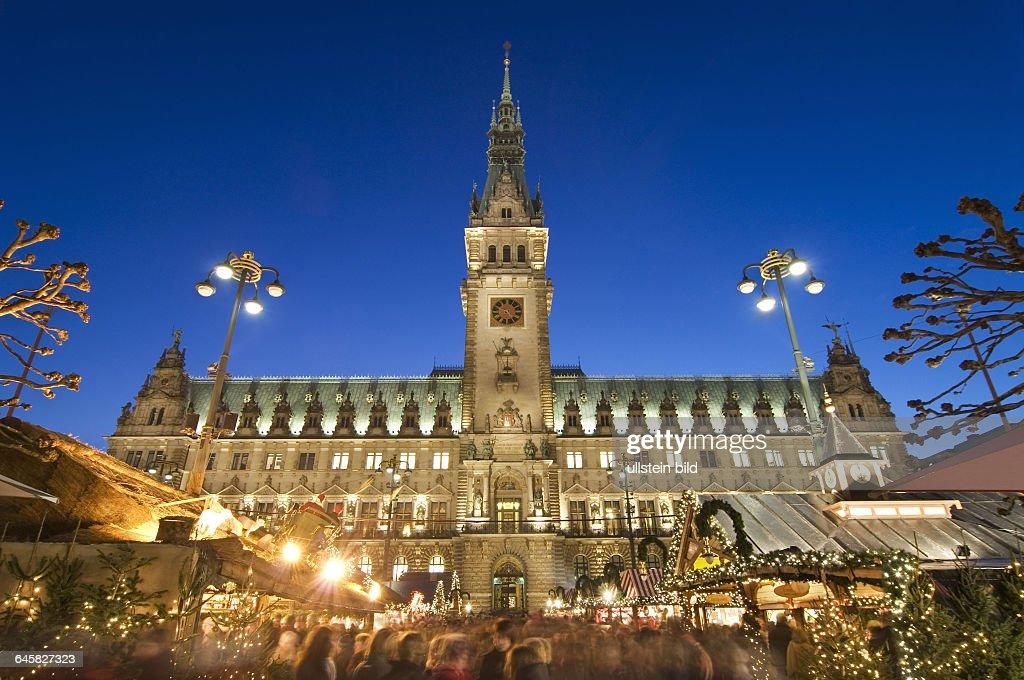 Hamburger Weihnachtsmarkt.Weihnachtsmarkt Auf Dem Hamburger Rathausmarkt Hamburg Deutschland