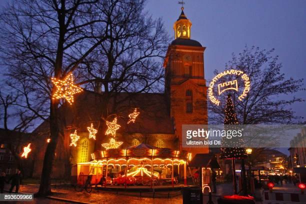 Weihnachtsmarkt Berlin Spandau Altstadt mit Nikolai Kirche