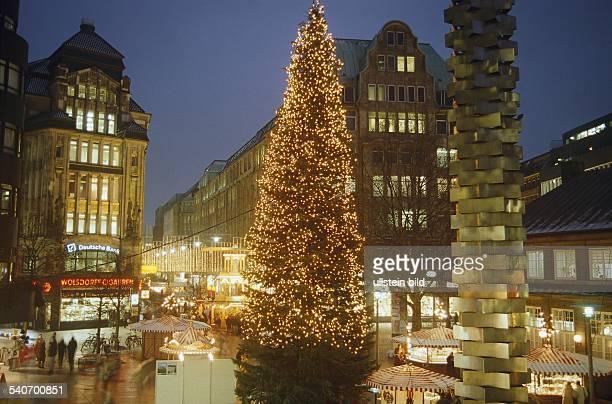 Hamburg Tannenbaum.Weihnachtsmarkt Mit Tannenbaum Vor Dem Hew Zentrum In Der News