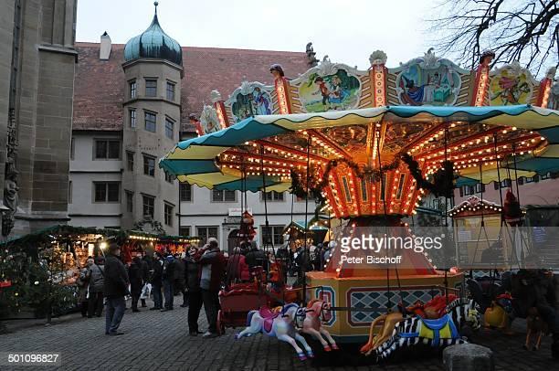 Weihnachtsmarkt Rothenburg ob der Tauber Landkreis Ansbach Bayern Deutschland Europa Weihnachten Weihnachtszeit Karussell Kinderkarussell...