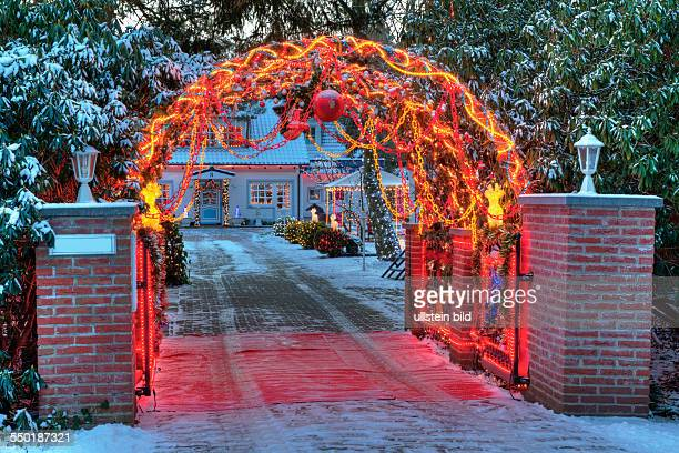 Haus Weihnachtsbeleuchtung.32 Gartentor Pictures Photos Images Getty Images