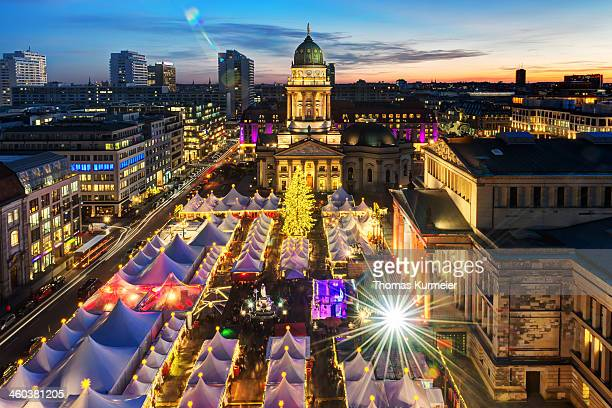 weihnachtszauber gendarmenmarkt - gendarmenmarkt stock pictures, royalty-free photos & images