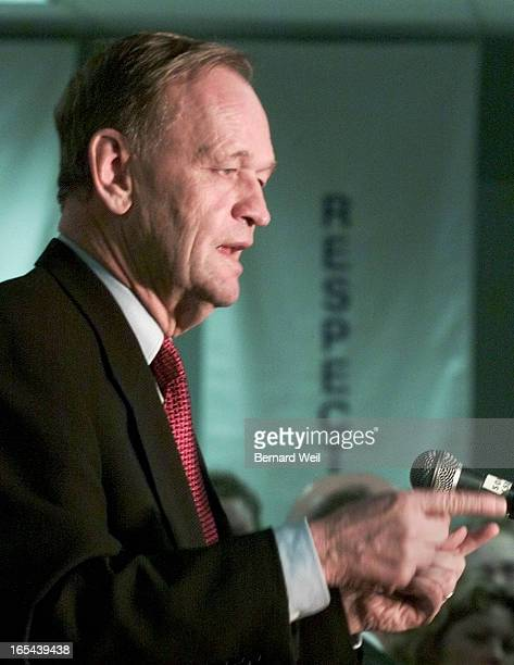 Prime Minister Jean Chretien addresses workers at Cendant Canada Inc during a one stop swing through Saint John New Brunswick November 22 2000...
