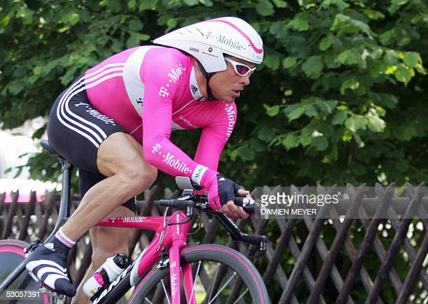 Germany's rider Jan Ullrich powers during the second stage of the 69th 'Tour de Suisse' cycling race a timetrial around Weinfelden 12 June 2005...
