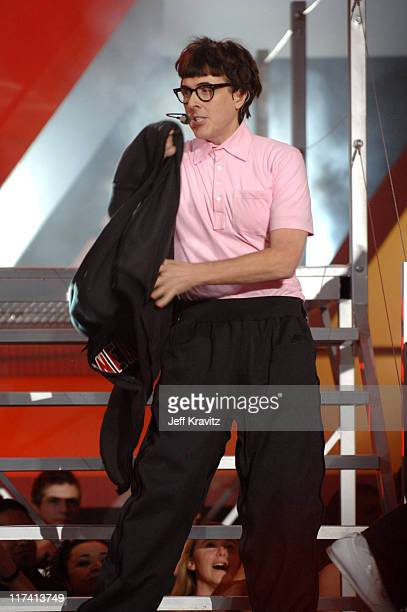 Weird Al Yankovic performs White Nerdy during VH1 Big in '06 Show at Sony Studios in Los Angeles California United States