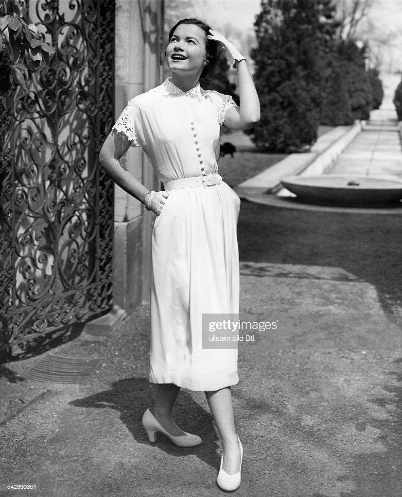 Weisses Kleid, mit Spitze verziert- 16 News Photo - Getty Images