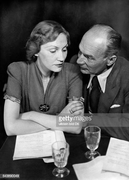 Weissner Hilde Actress Germany*as Princess Anna and actor Franz Klebusch as legal counsel Beets in the radio play 'Die grosse Liebe der Maria Rubens'...