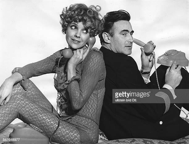 Weitershausen Gila von *Schauspielerin Dmit Schauspieler KarlMichael Vogler im Spielfilm Charley's Onkel BRD 1969