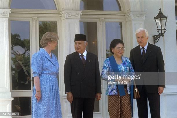 Weizsaecker Richard von *Politiker DBuergermeister von Berlin 19811984Bundespraesident 19841994 mit seiner Ehefrau Marianne empfangen Hadji Mohamed...