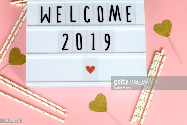 welcome 2019 message on light box - 2019 foto e immagini stock