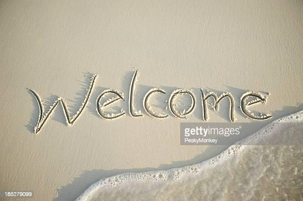 Welcome Message aus weichem Sand mit Welle
