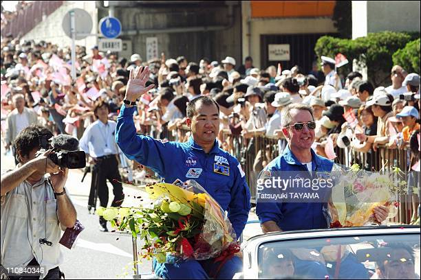 Welcome Parade Of The Space Shuttle Sts-114 Crew In Chigasaki, Japan On October 02, 2005 - The Space Shuttle Discovery STS-114 crew, specialists...